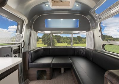 2021Airstream604-lounge1