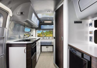 Airstream 534 Facelift Blick nach hinten1