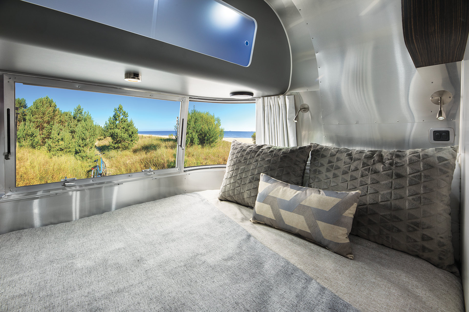 Airstream 534 Faclift Bett